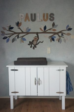 apentak behang muurdecoratie babykamer commode baby inrichting kamer