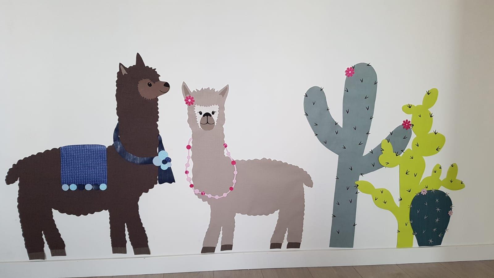 alpaca behangdecoratie kinderkamer babykamer blivanger handgemaakt handmade cactus alpaca's