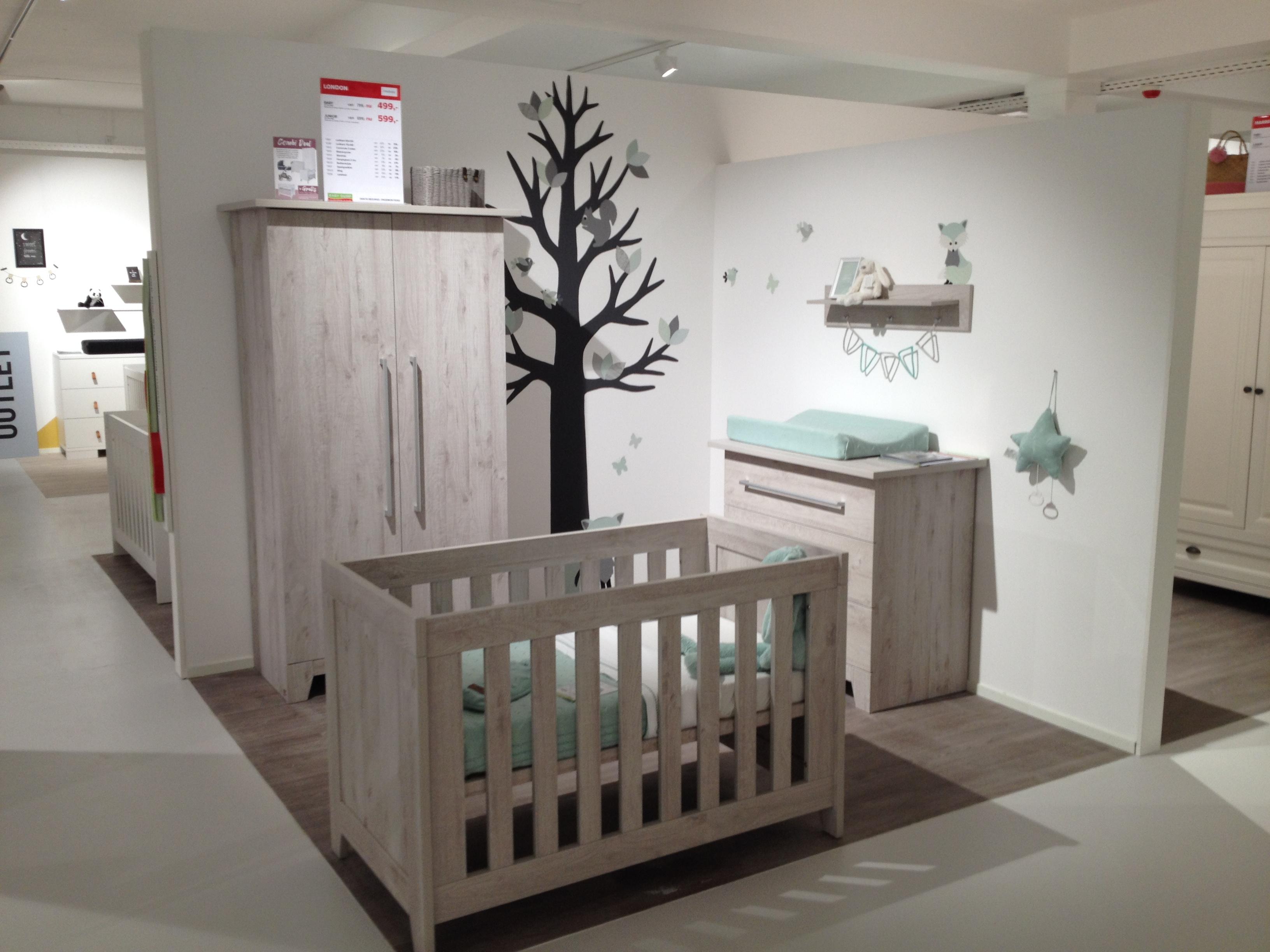 Babykamer inspiratie behangdecoratie muurdecoratie baby zwangerschap kinderkamer trends